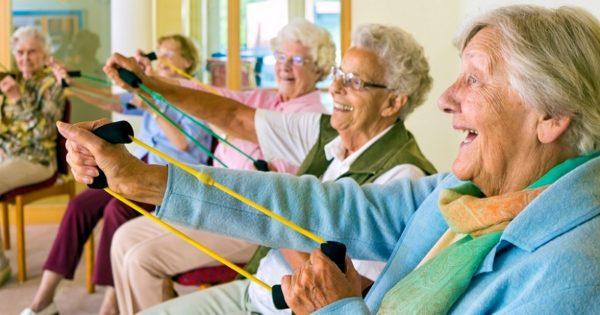 วิธีดูแลผู้สูงอายุ ให้สุขภาพดี โดยการปรับเปลี่ยนพฤติกรรมประจำวัน