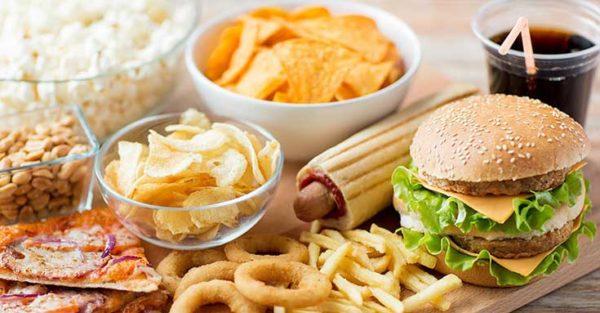 อาหารที่ทานแล้วแก่เร็ว ส่งผลเสียต่อสุขภาพ สายคนรักสุขภาพควรทราบ