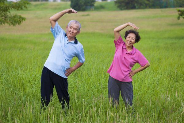 การออกกำลังกายสำหรับผู้สูงอายุ ควรออกกําลังกายแบบนี้